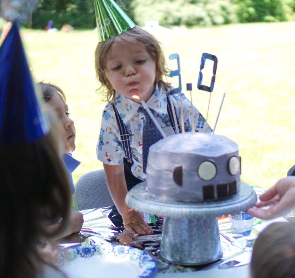 Robot Cake Oreo Eyes Cake Topper Cricut 3.0